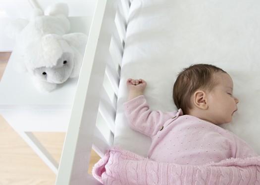 LIZ & baby next to bed 75dpi