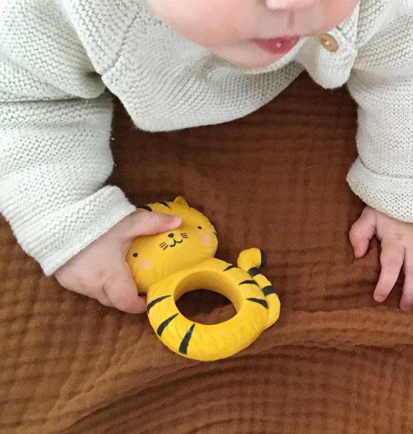 TRTIYE07-LR-11-teething-ring-tiger